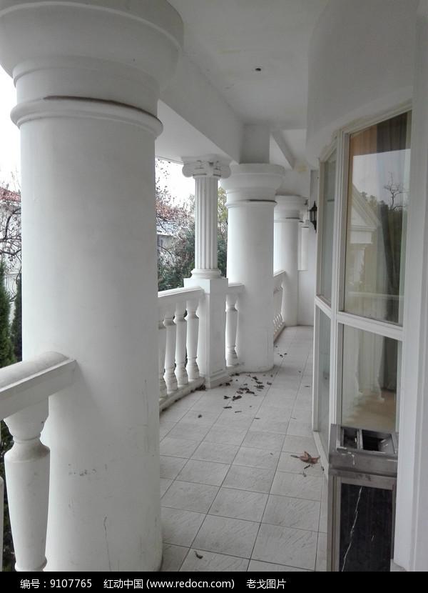 婚礼别墅过道图片