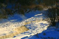 即将冰封的小溪