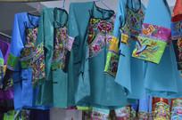 近拍少数民族刺绣服装图