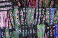 少数民族刺绣服装特写
