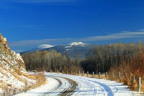 通往奥克里堆山的雪路