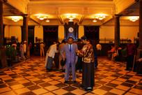 沈阳金融博物馆大厅与群塑像