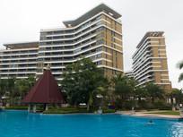 海南高档住宅小区里的游泳池