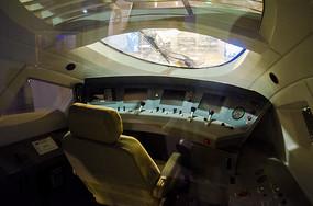 高铁驾驶室