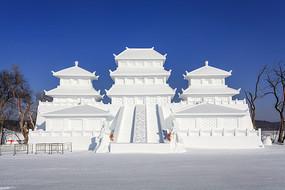 中国古代宫廷建筑雪雕正面