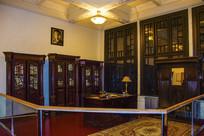 沈阳金融博物馆立柜和桌子