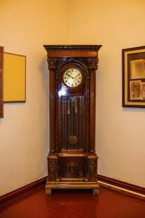 沈阳金融博物馆立式机械坐钟