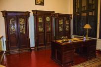 沈阳金融博物馆书柜和桌子