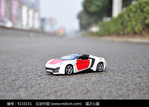 白色黎巴嫩跑车模型图片