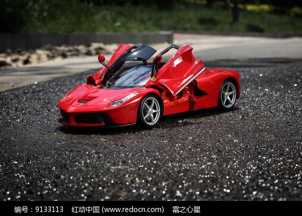红色法拉利拉法模型图片