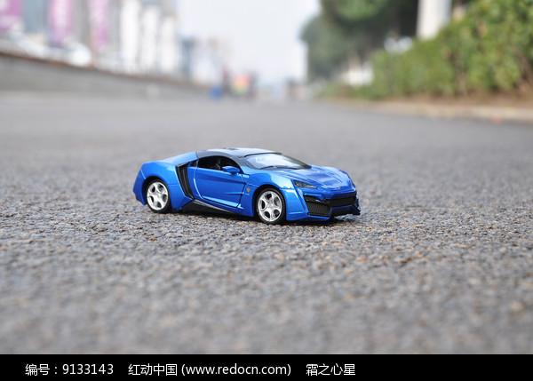 蓝色黎巴嫩跑车模型图片