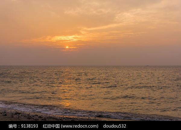 北海涠洲岛的五彩滩日出图片