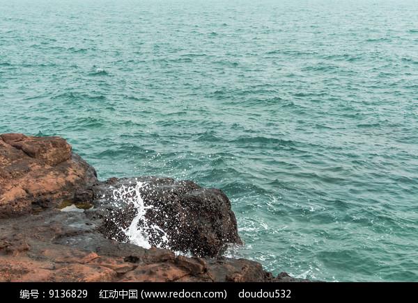 飞溅的浪花图片