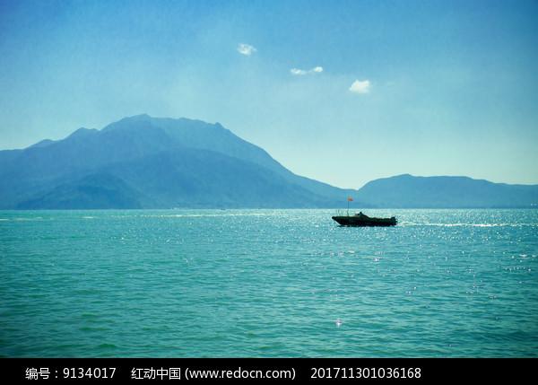较场尾海上小船图片