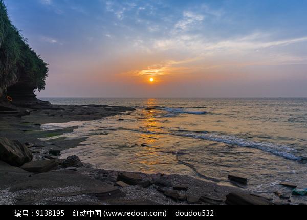 日出东海图片
