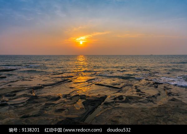 日出五彩滩图片