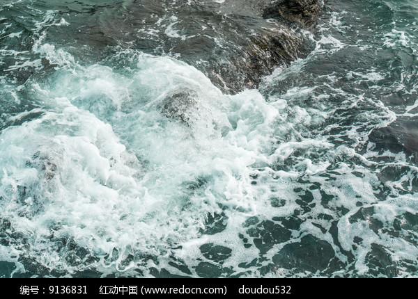 水中的浪花图片