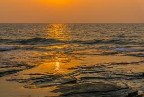 五彩滩上的霞光