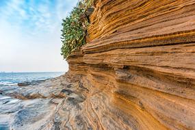 涠洲岛五彩滩上的海蚀石