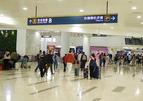 海口美兰国际机场内的人流