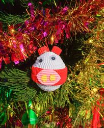 圣诞树上的手工挂件装饰