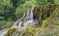四川黄龙的山涧流水