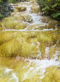 四川黄龙的溪流