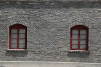 砖墙上的窗户背景