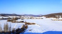东北冬季农村村落