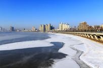 冬季吉林市松花江畔冰雪景观