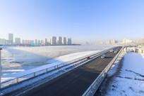 冬季松花江冰雪水蒸气公路