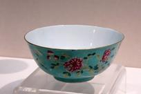 粉彩花卉纹碗