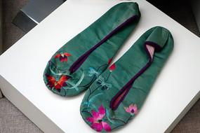 回族的绣花鞋