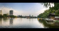 围绕城市的河流