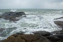 海南文昌石头公园的海浪