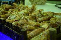 自助餐厅里冰上的皮皮虾