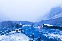 长白山冬季积雪河流风光