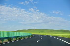 草原上的高速公路