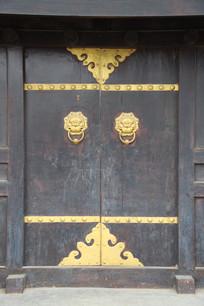 嵌铜边狮子门扣木门