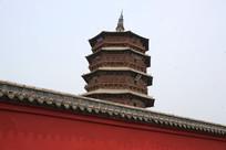 围墙上的应县木塔