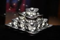 成堆的银元宝