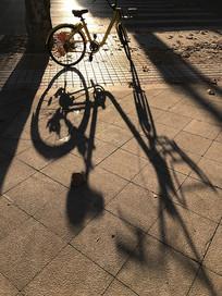 自行车光影