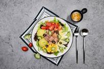 吞拿鱼蔬菜沙拉