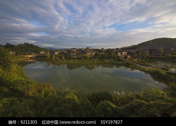 青岩古镇河塘风景图片