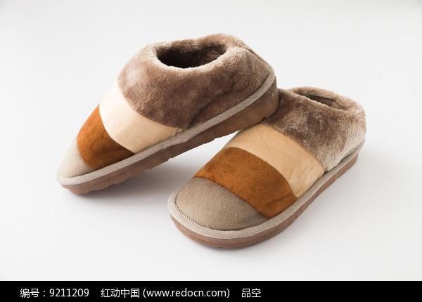 一双冬季保暖鞋图片