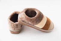 一双棉绒保暖鞋