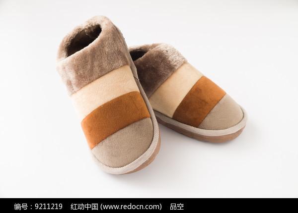 一双时尚保暖鞋图片