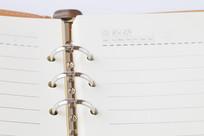 空白的活页笔记本
