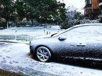 花园雪天停车