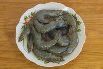 一盘生的大虾